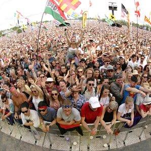 Glastonbury 2015 Saturday Pyramid Stage crowd