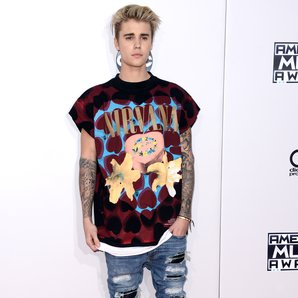 Justin Bieber at AMAs with Nirvana T-shirt