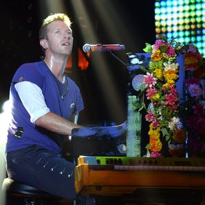 Chris Martin Coldplay live 2015